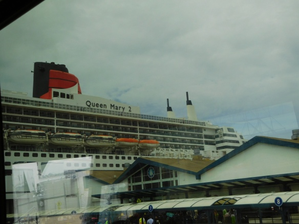 QM2 at dock